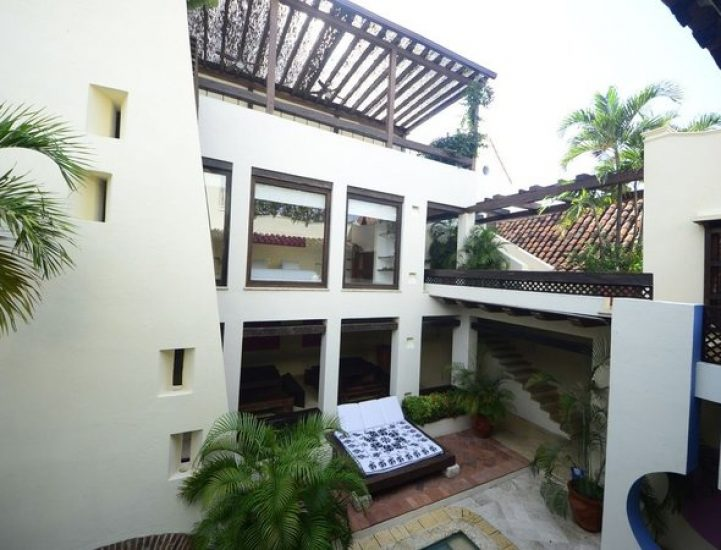 bachelor-party-tour-colombia-vacation-rentals-accommodation-cartagena-792