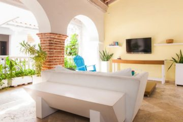 luxury-pool-restored-house-vacation-rentals-cartagena-colombia (6)