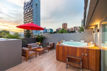 Stravaganza-House-For-Bachelor-Party-In-Medellin-13