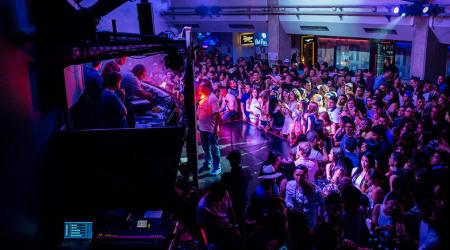 Medellin-Nightlife-Tour-Pub-Bar-Night-club-Crawl-01