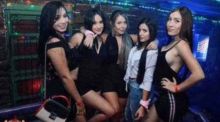 Medellin-Nightlife-Tour-Pub-Bar-Night-club-Crawl-10
