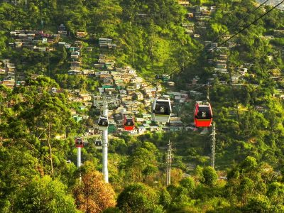 Riding-the-Medellin-Metro-and-MetroCable