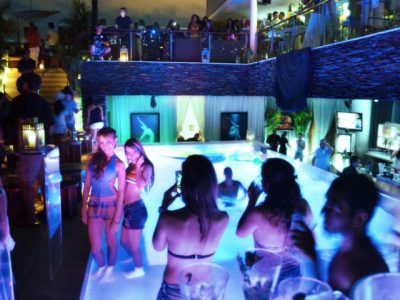 bachelor-party-medellin-nightlife-lleras-park-clubs