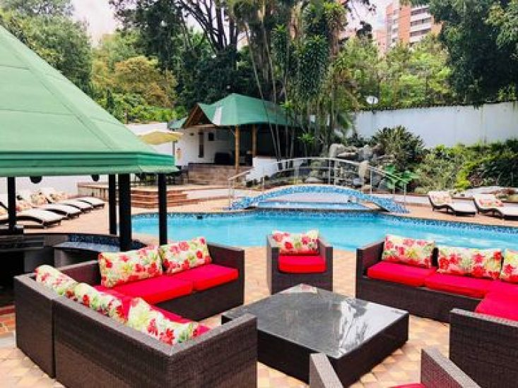 bachelor-party-tour-colombia-vacation-rentals-accommodation-medellin-05
