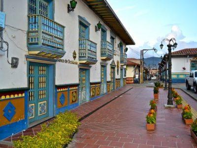guatape-piedra-el-penol-guia-turistica-antioquia-09